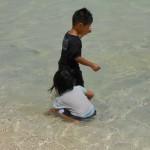 海が大好きな子ども達はおおはしゃぎ